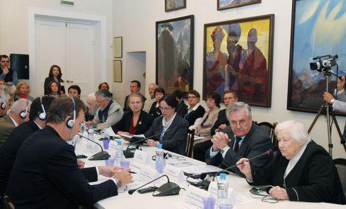 Круглый стол, посвящённый 75-летию Пакта Рериха, с представителями из разных стран мира. Международный Центр Рерихов, 11 октября 2010 г.